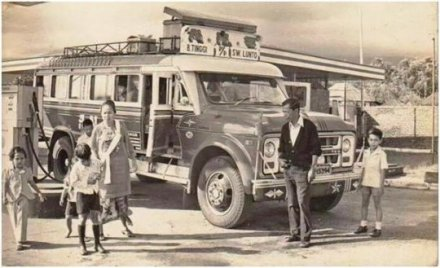 bus ANS trayek Bukittinggi - Sawahlunto ini muncul dalam FB group Sumatera Barat Tempo Dulu, Para penanggap tampaknya larut dalam nostalgia.